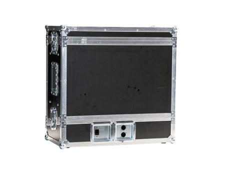 schwarzes Case mit zwei zu öffnenden Seiten, hochkant