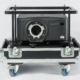 Schwarzer Projektor im Flugrahmen und Case, ohne Objektiv, Vorderseite